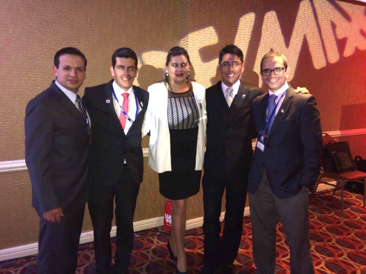Brokers y Managers de Remax Consultores Inmobiliarios, ¡más de 50 agentes trabajando con nosotros! #Arequipa #Lima https://t.co/wDa5IY1wUf