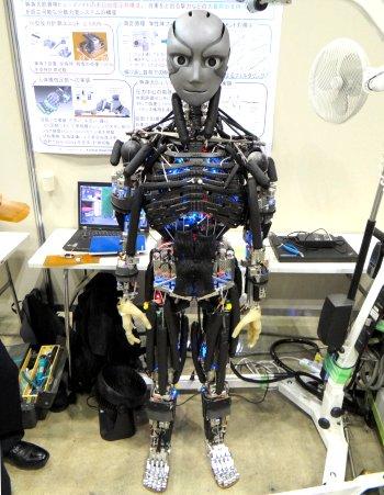 東大、人間の骨格と筋肉再現したヒューマノイドロボット「腱悟郎」開発-106本の筋肉ユニットで114の関節自由度を実現 https://t.co/dSH5Z63Fqz https://t.co/w61Yd89Jlj