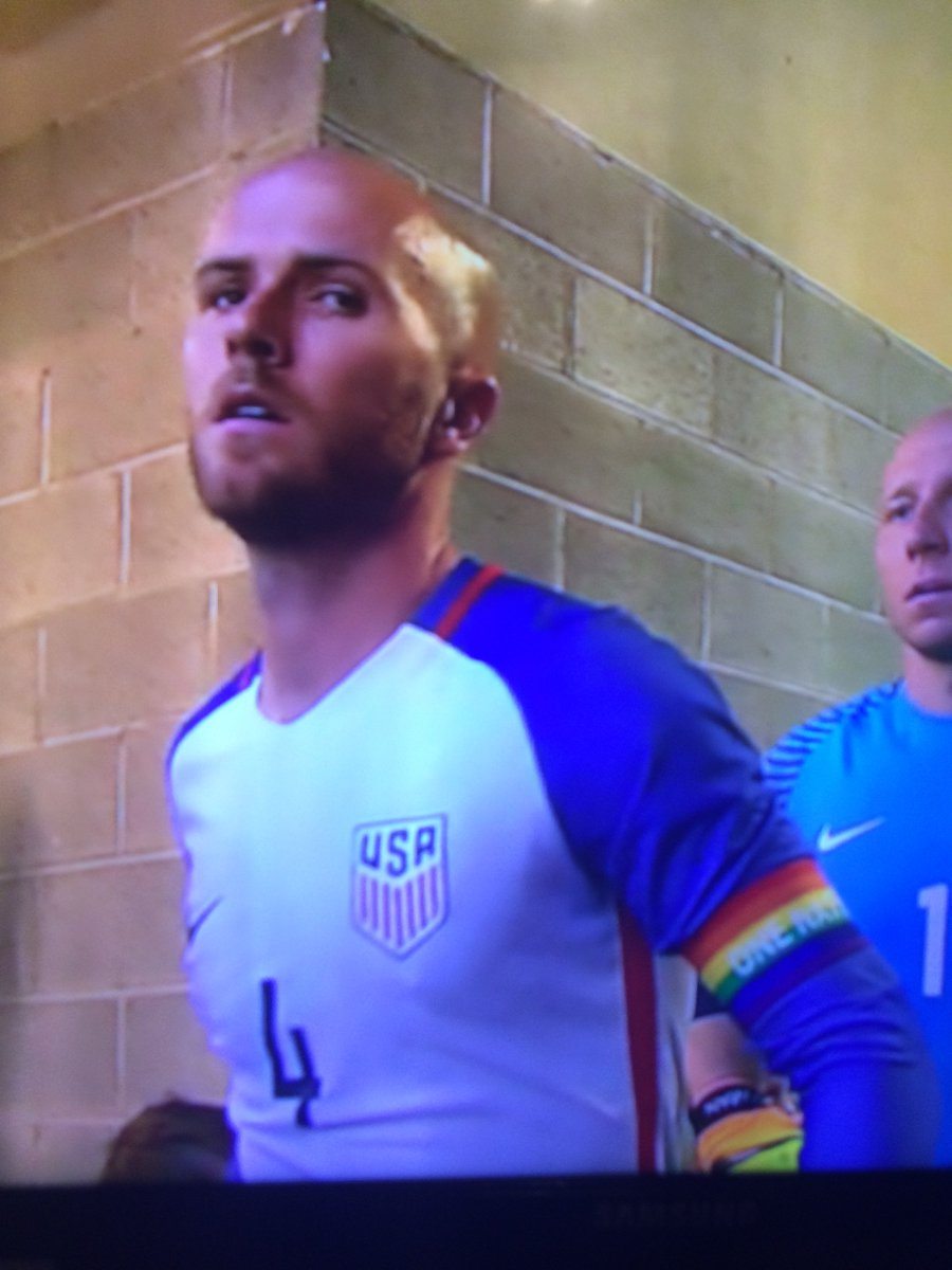 Rainbow armband on The Captain. Class move by Bradley. https://t.co/YaoYrFGhKY