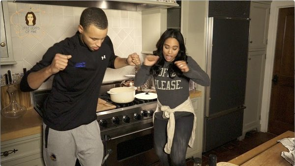 "Ayesha 's like ""Chicken fingers turned to Twitter fingers"" https://t.co/arj6ZxgVPi"