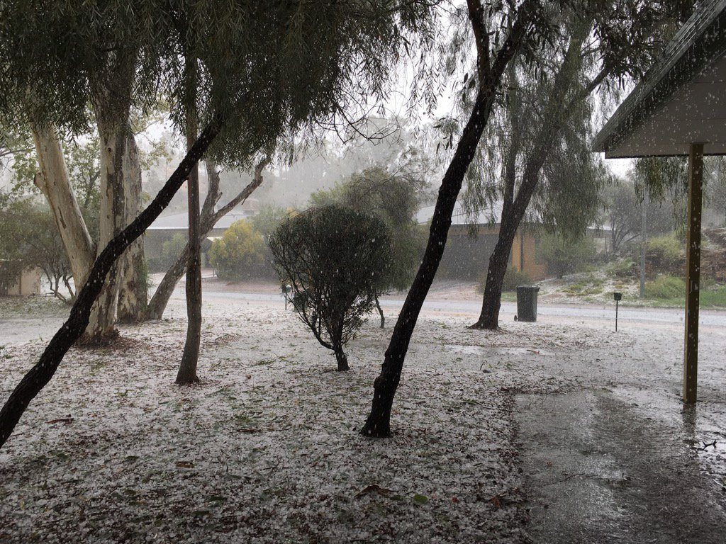 Whoa! Hail in #AliceSprings #Australia thank goodness the power came back on. Whew! https://t.co/JjfOsggs5s