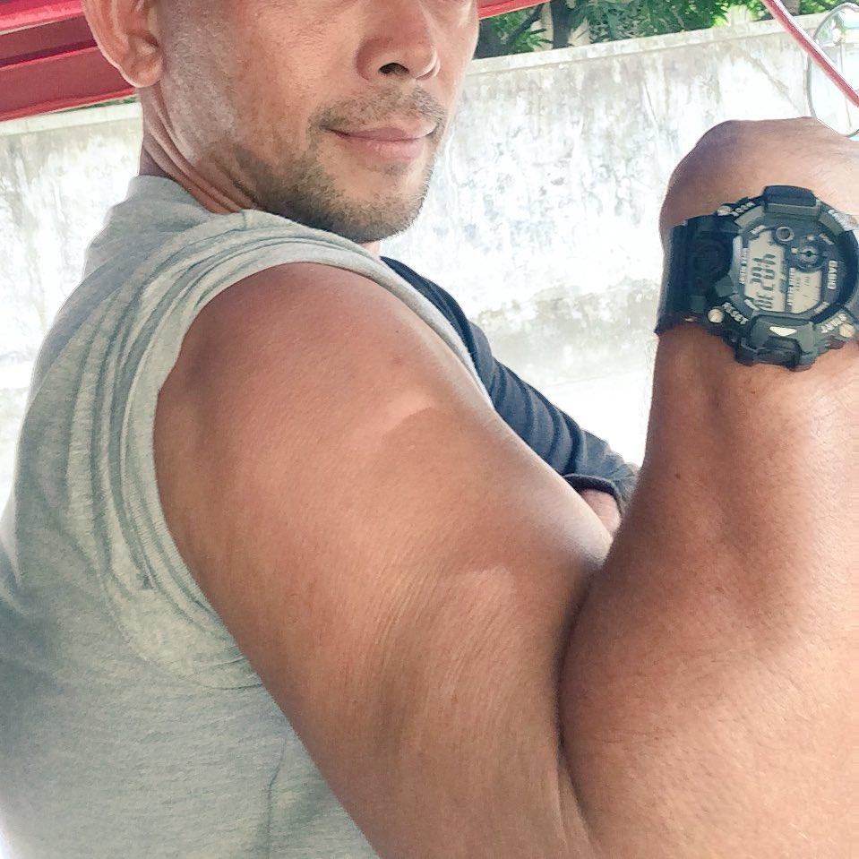 #tricydriver and his #titi #handjob #daddy #macho  #daddybodpic.twitter.com/RhwB73SJ9F