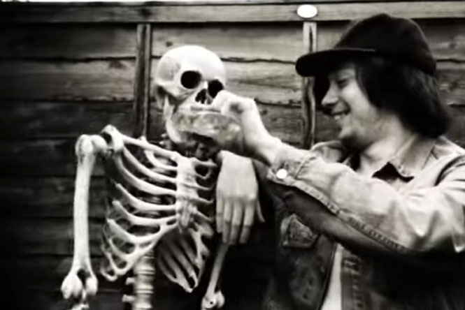 Brighton trio @TheWytches take a skeleton on the piss in new video, announce cassette EP https://t.co/pHYAPRxdDR https://t.co/qozgRw2DWA