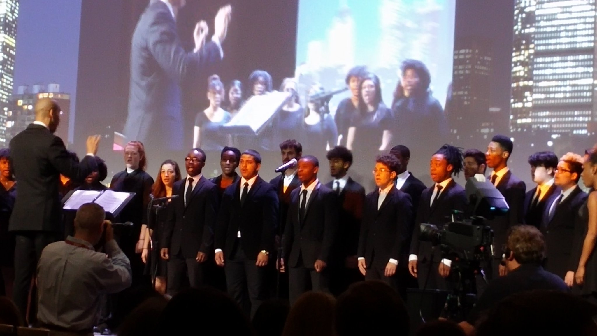 @Americans4Arts Standing O for the Boston Performing Arts High School chorus. Goosebumps! #AFTACON https://t.co/vwYhsgcWlu