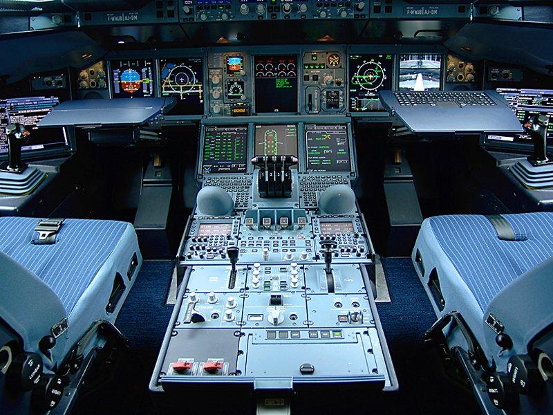 Home cockpit a380 picture.