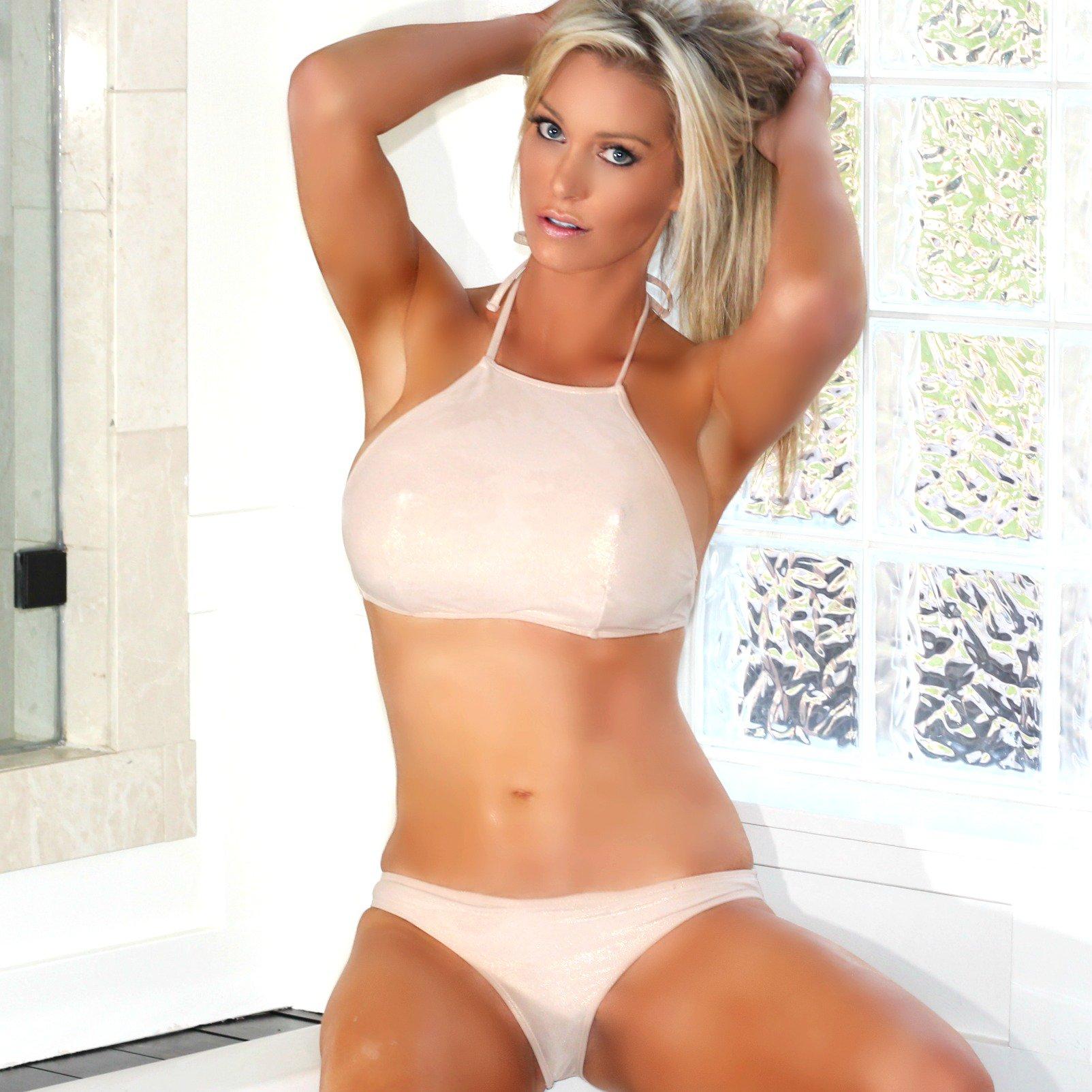 Bikini Elle Johnson Michigan