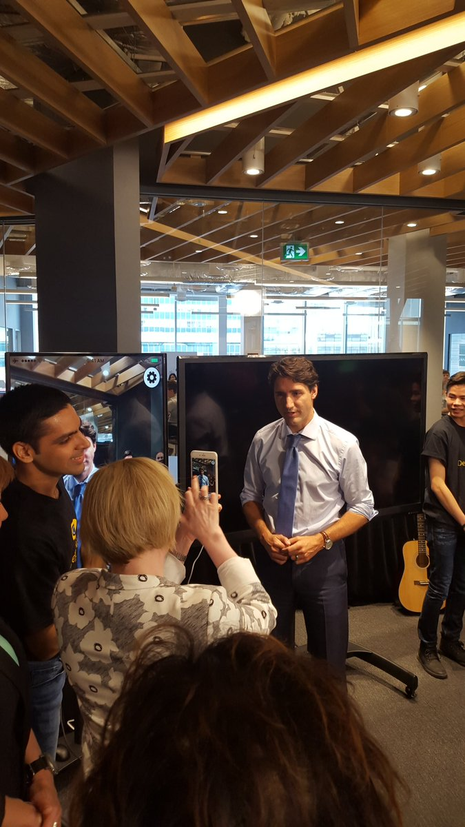 .@JustinTrudeau  in #yvr - At #Microsoft facility #PM has photo taken with prototype visual-aid app. #cdnpoli 1/2 https://t.co/tmPAQjV71C