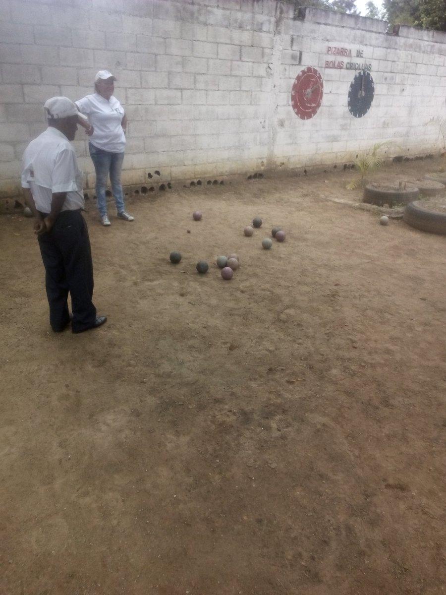 yelitza fundacin cesade bomberoslibertador and 3 others - Patre Boules Colores