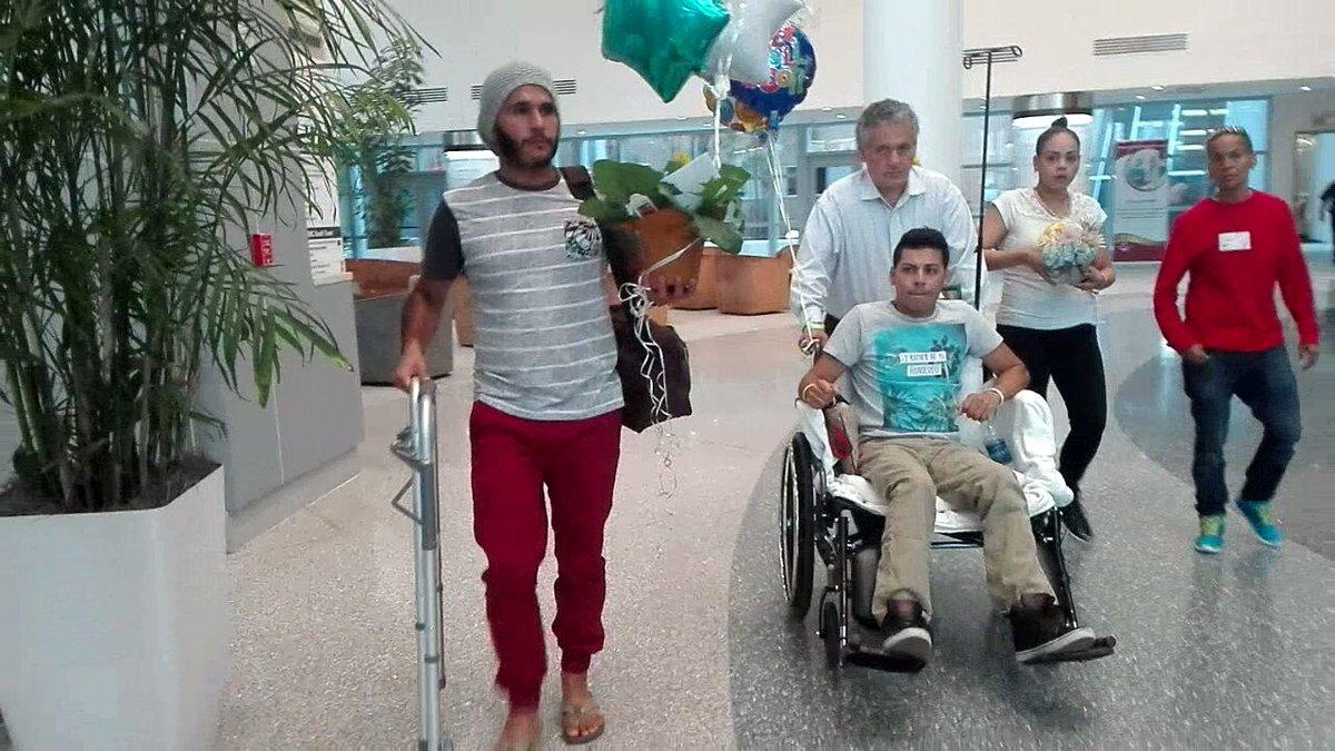 Javier Nava, mexicano sobreviviente del Pulse es dado de alta del Hospital. Continuará recuperación en su casa. https://t.co/hvkNUS7weV