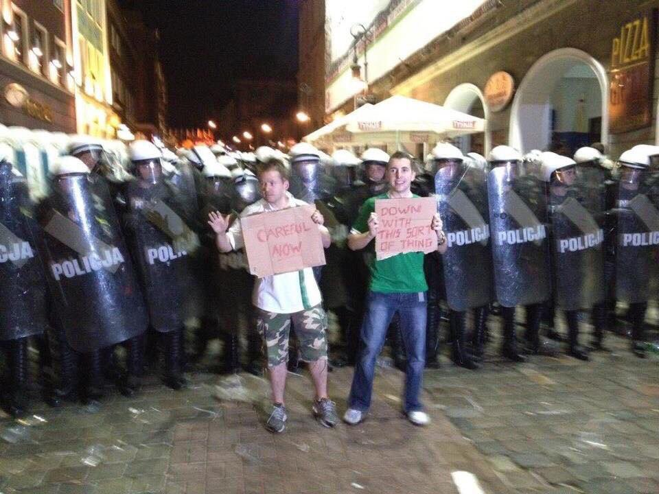 Irish fans again, this time going head to head with French Police at Euro2016 https://t.co/L8ErZ1FXrQ