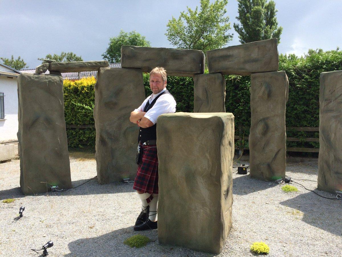 Ein Keltenfan in Magdeburg: Jörg Sorge hat sich sein eigenes #Stonehenge gebaut. https://t.co/ljjFdivWS0