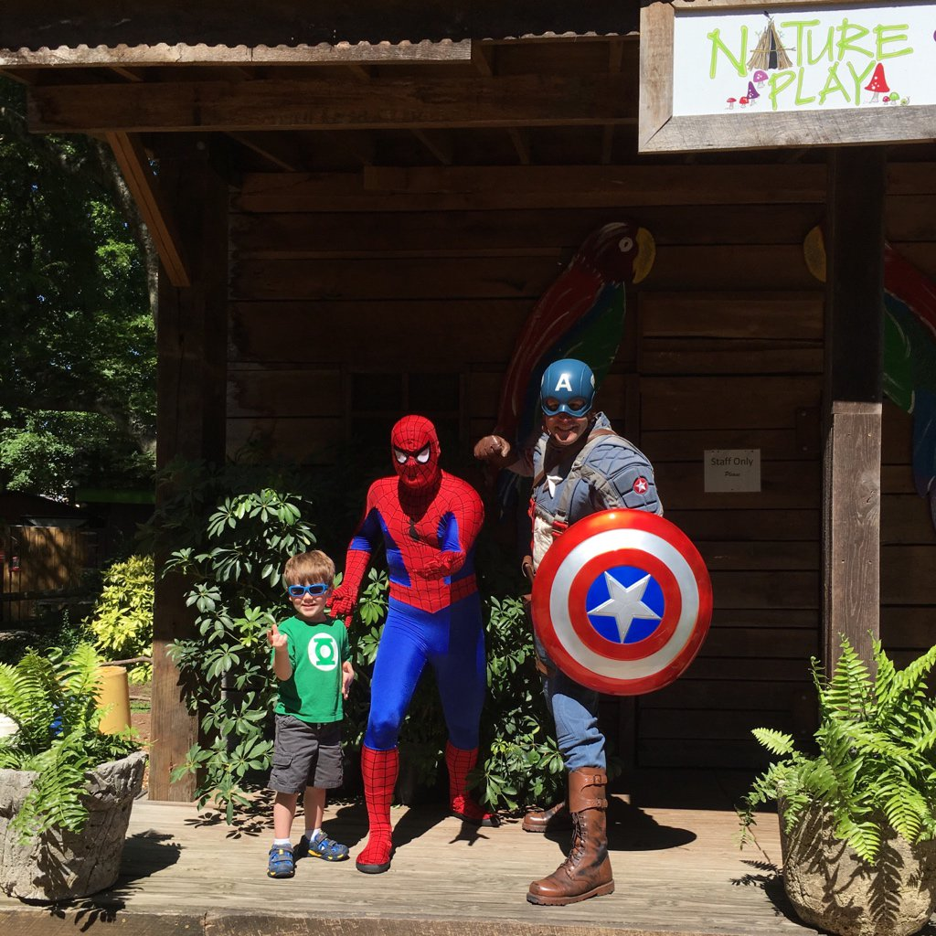 Superhero Saturday at @zooknoxville with my boy & sweetheart @rachaelstanley https://t.co/0ahWDcuR6o