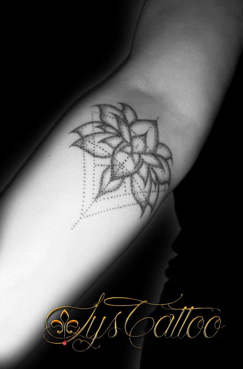 Lystattoo lystattoo33 twitter - Fleur de lotus tatouage ...