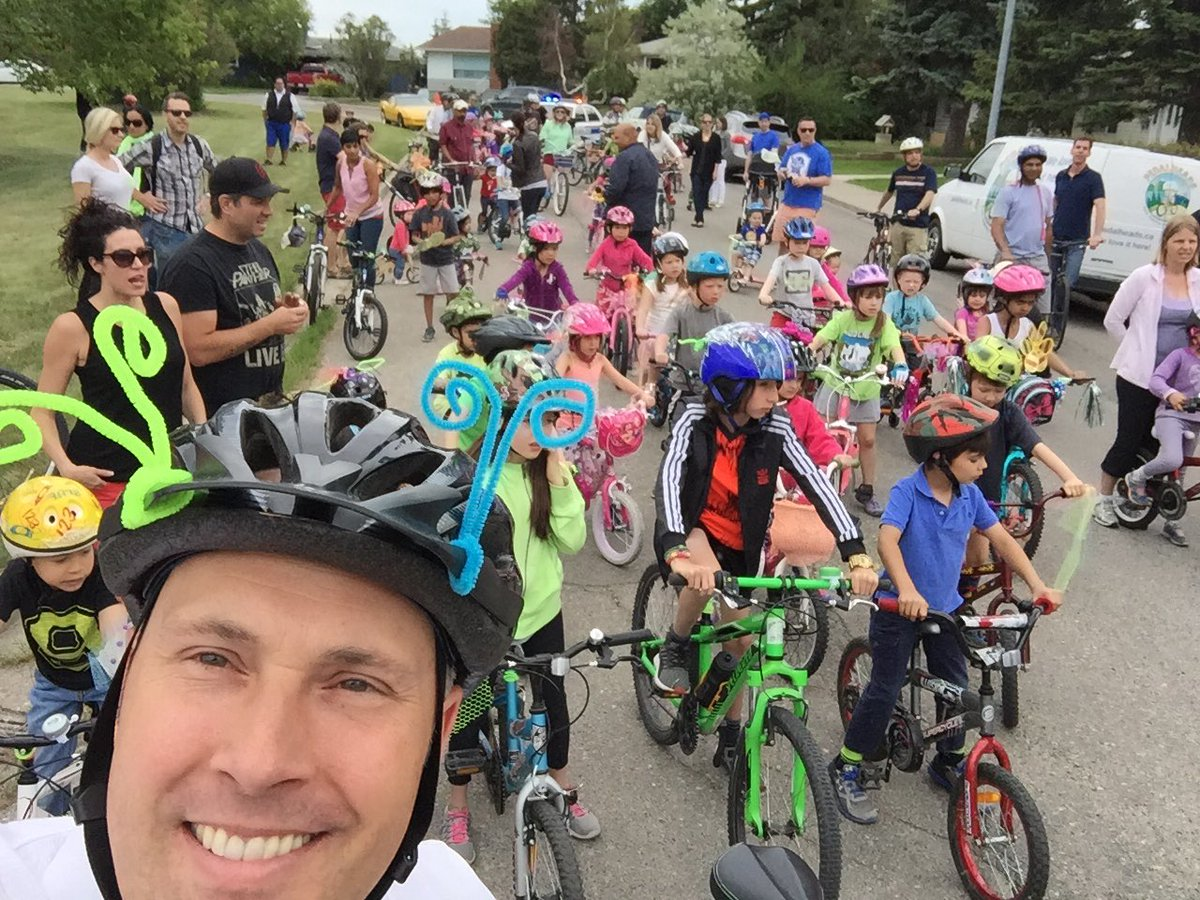 #yycneighbourday is all-around awesome, but leading the @ElboyaHeights kids bike parade is a definite highlight! https://t.co/efZnPNBQkm