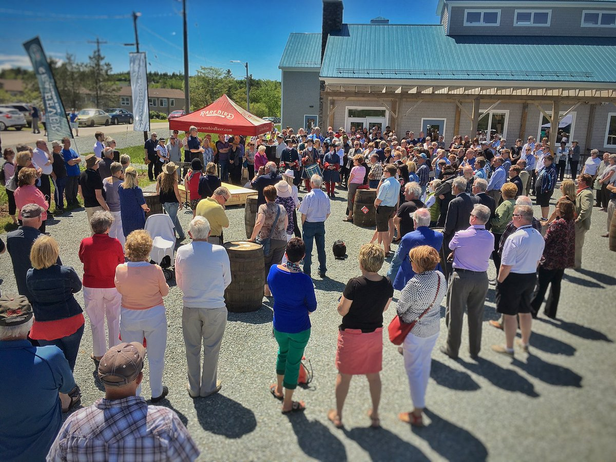 What a crowd for the opening of our new Authentic Seacoast Distillery & Brewery. Thanks to everyone who joined us. https://t.co/rCNgypRUil