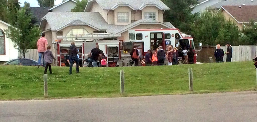 When the fire truck arrives at a #yycneighbourday event, it draws a crowd. @MillriseCgy #yycca https://t.co/6ZiCdoWRc8