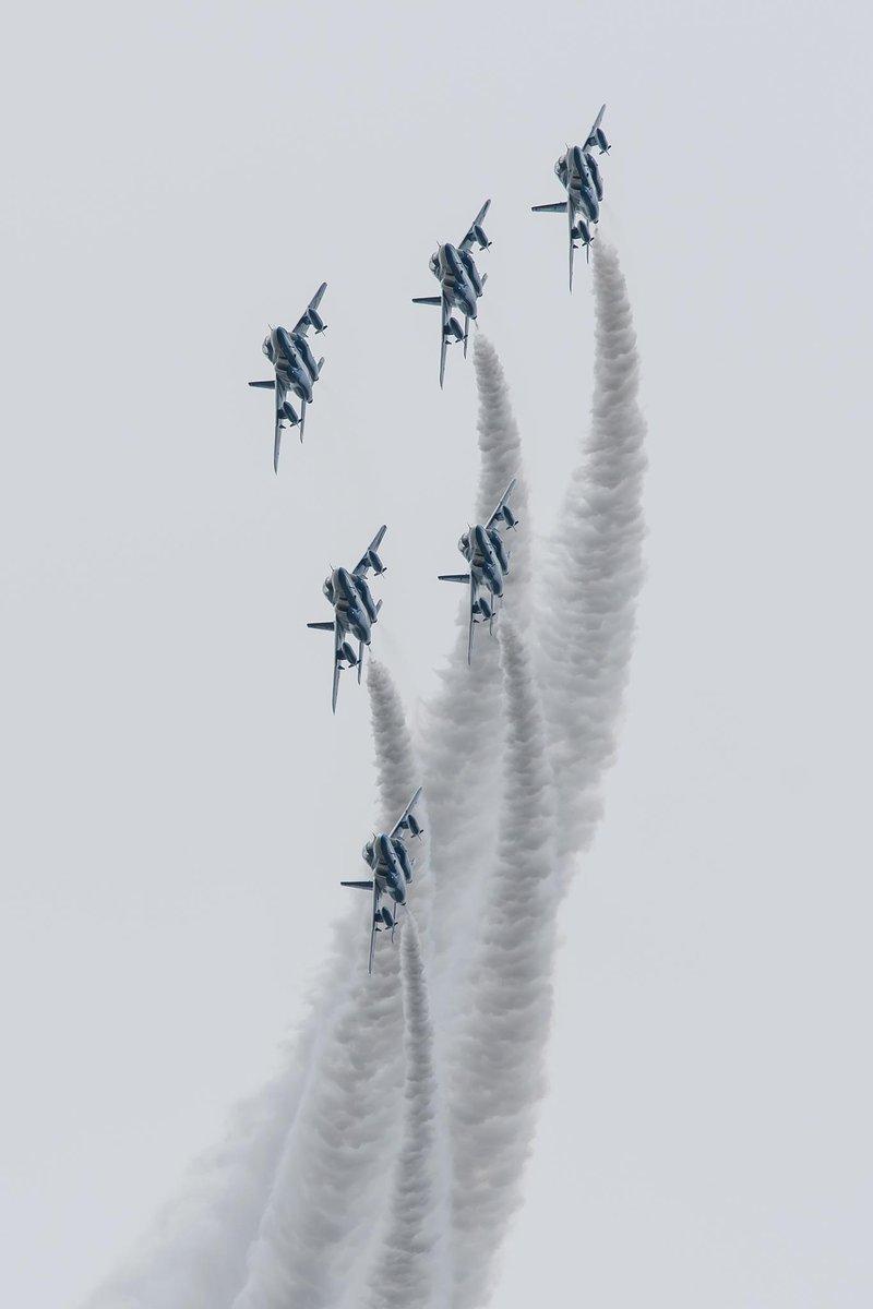 旭川駐屯地記念行事、ブルーインパルス展示飛行。やっぱり天気運が無いのかすら。 D500+300mmf4E+TC-14EII https://t.co/S5YTdoFPvt