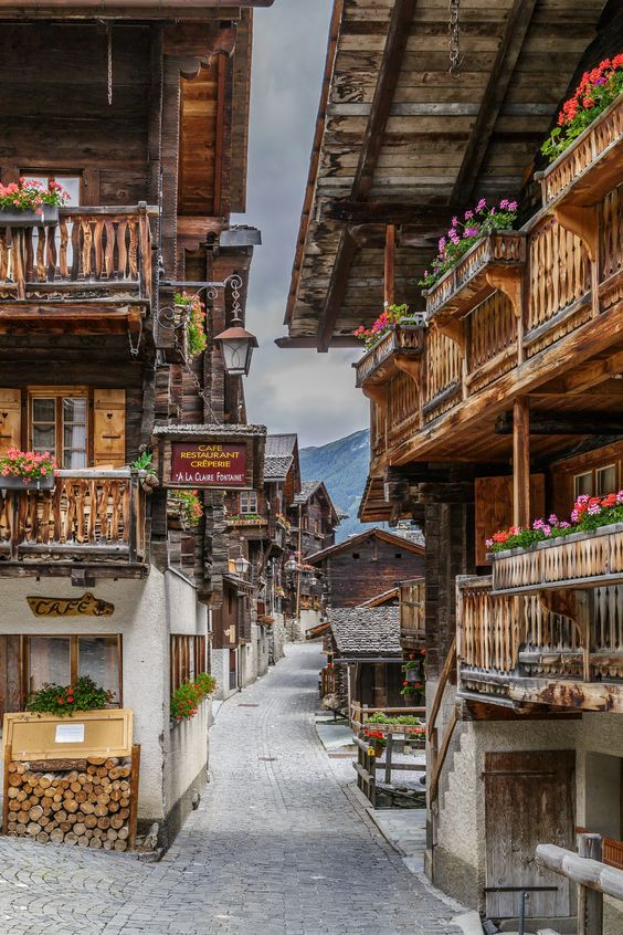 A la une: @sobore: 'Charming storybook village of Grimentz Old Town in Switzerl… https://t.co/eVRlR0sjBy, see more https://t.co/XYpsYMpycF