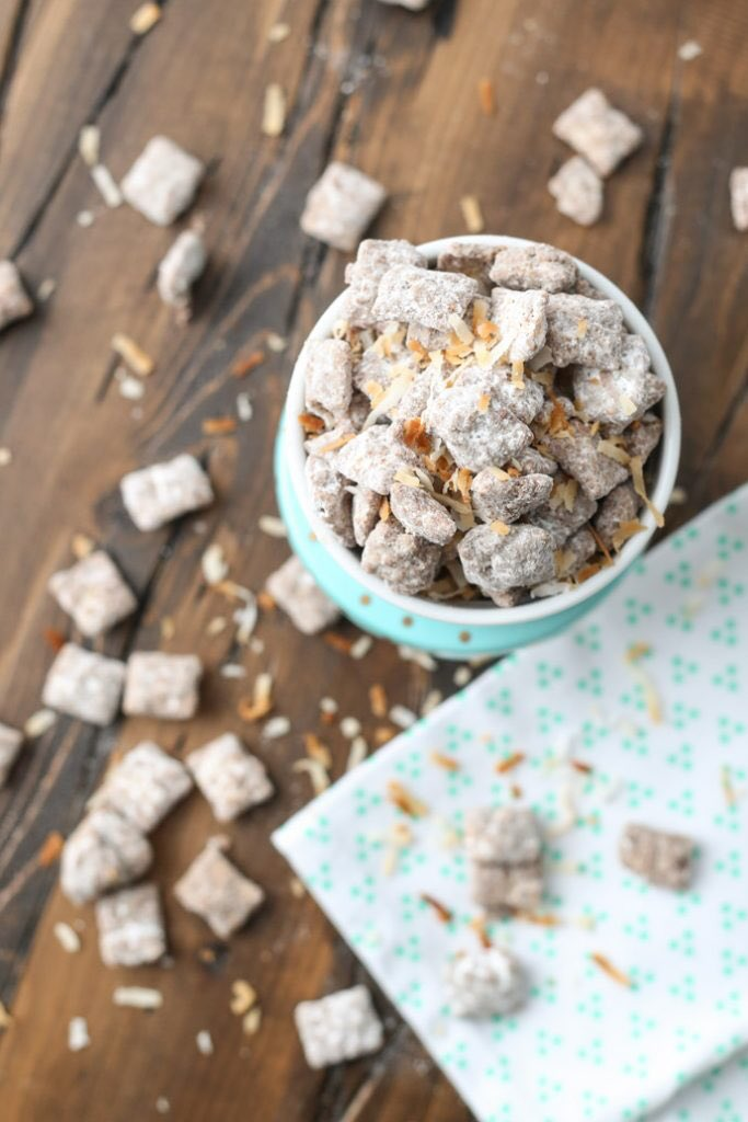 I made a sweet treat of toasted coconut puppy chow for today's nostalgic #sundaysupper! https://t.co/yXlgGGQEKo https://t.co/rOa8Ho4hJG