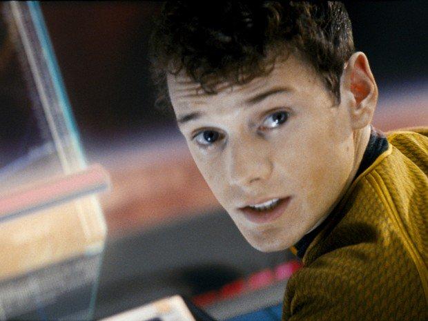Anton Yelchin, ator de 'Star Trek', morre esmagado pelo próprio carro https://t.co/1BsVG1Nmbn