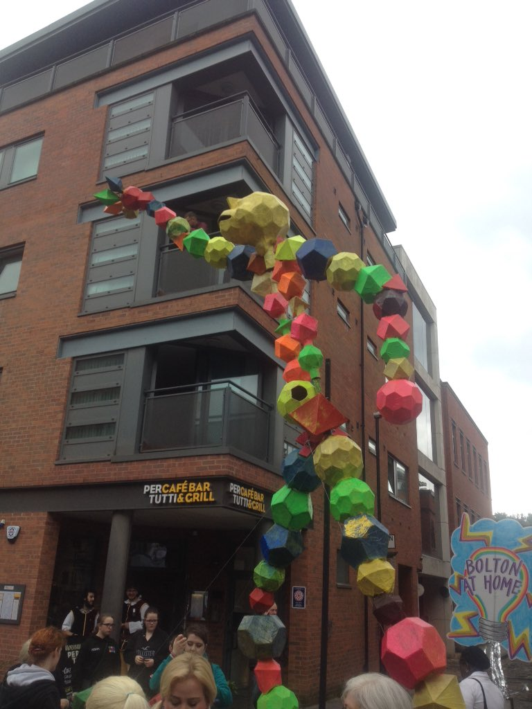 Wicked day @manc_day pulling the molecule man float & flocking around, well done groups made it #McrDay16 #EUREKA https://t.co/TiIIbqNq80