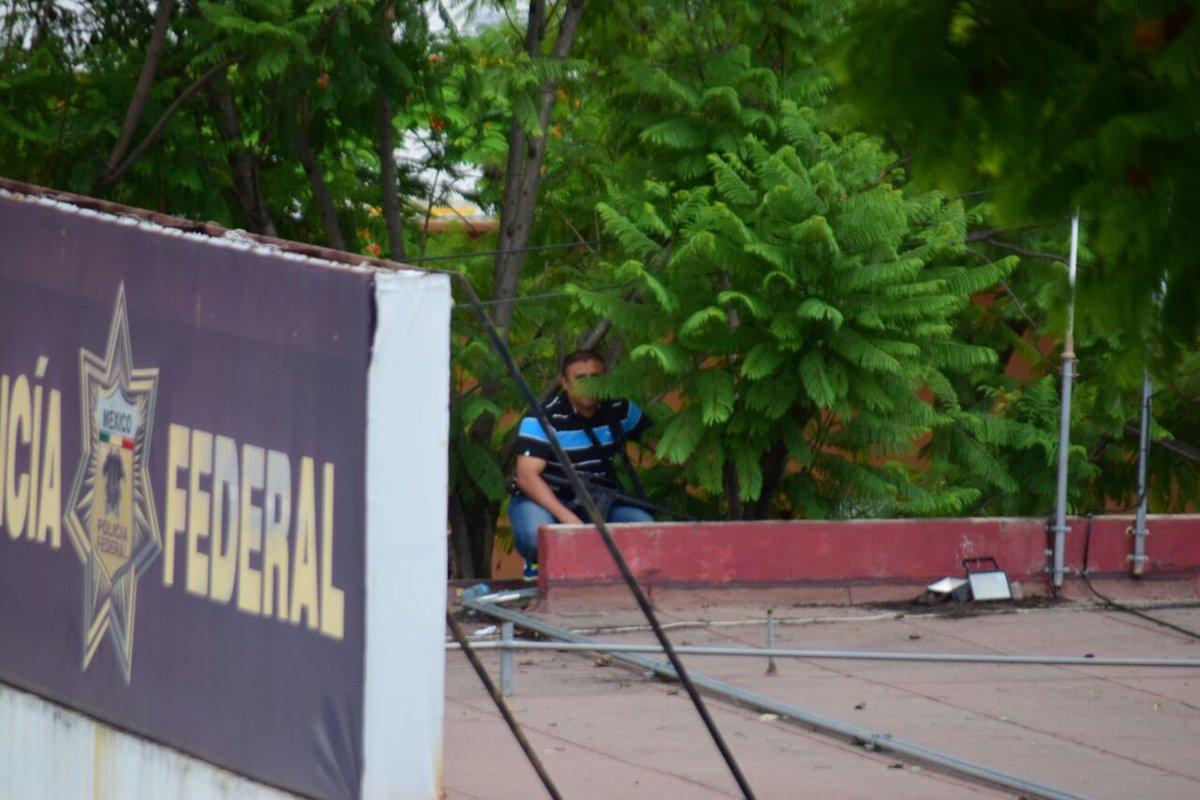 Operativo de la Policía Federal en Nochixtlan Oaxaca, deja 6 Maestros Muertos, 41 policias heridos y 53 civiles lesionados. - Página 2 ClWbTpnUgAA-zBP