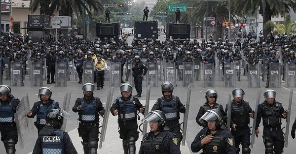 Imagine if the Mex Govt went after The Cartels with this kind of force  But they only use this force on their people https://t.co/lORp10m9Bu