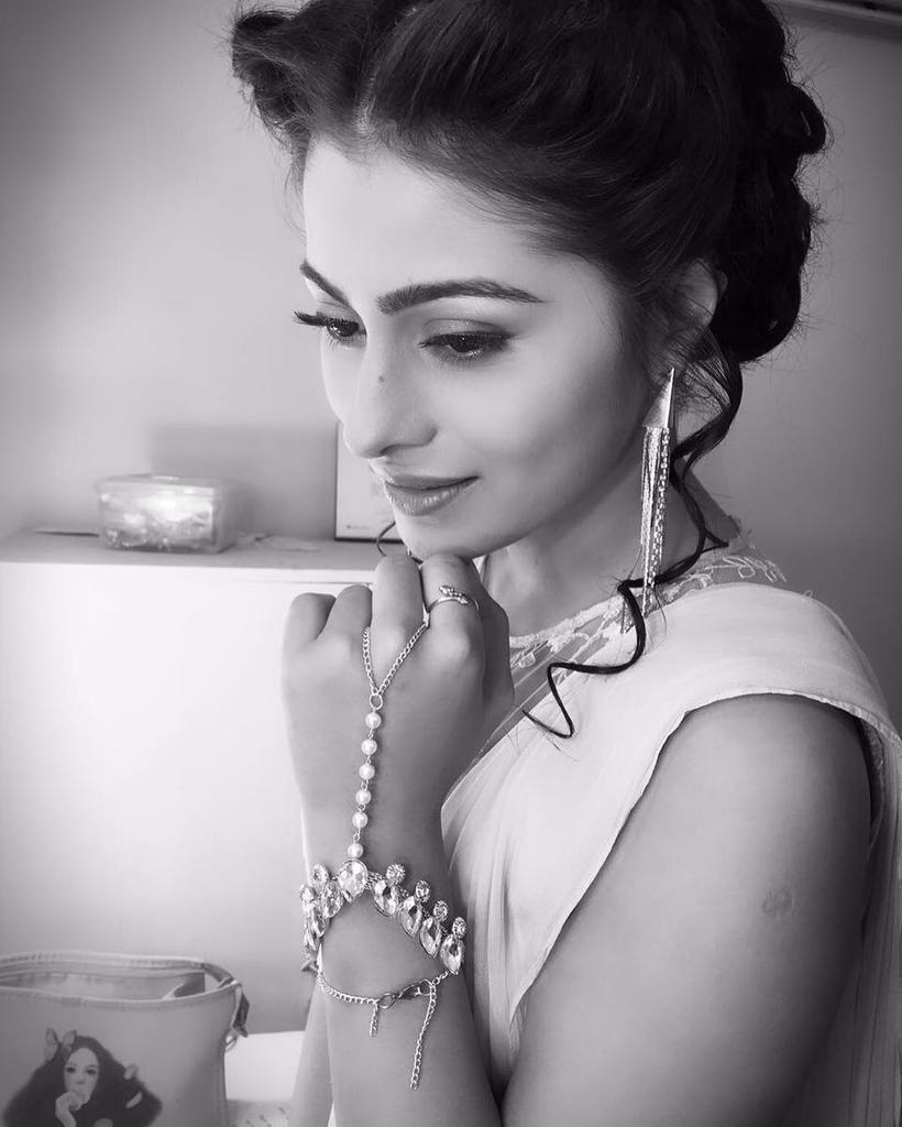 Aparna Dixit,HD,photo,pic,wallpaper,images,pics,pictures,Devika,Kalash,Life Ok