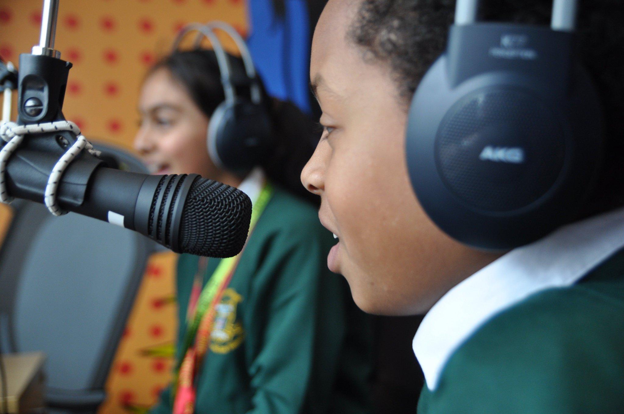Children will be discussing the #RefugeeCrisis on Radio Adderley this week #InSearchofSafety #RefugeeWeek @UNICEF_uk https://t.co/4rhDkZcfMq
