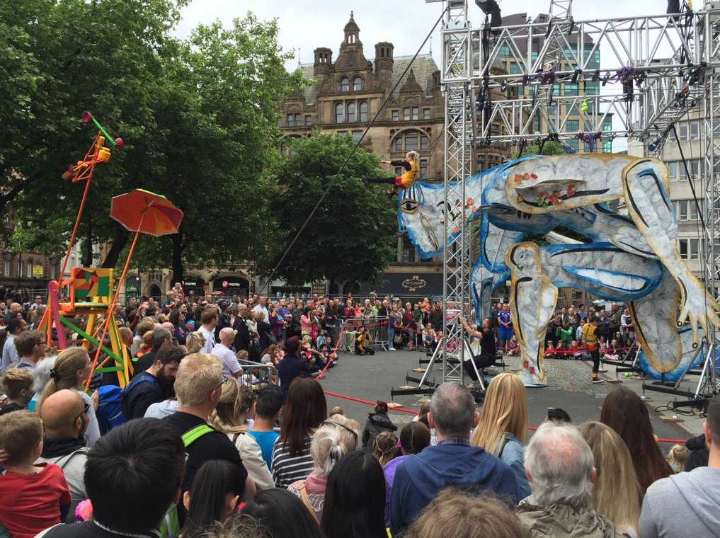 A great photo of the @CloudyPain acrobats in action at #McrDay16. Discover more here: https://t.co/yD8cl8ap8x https://t.co/Dtv1EsuuIP