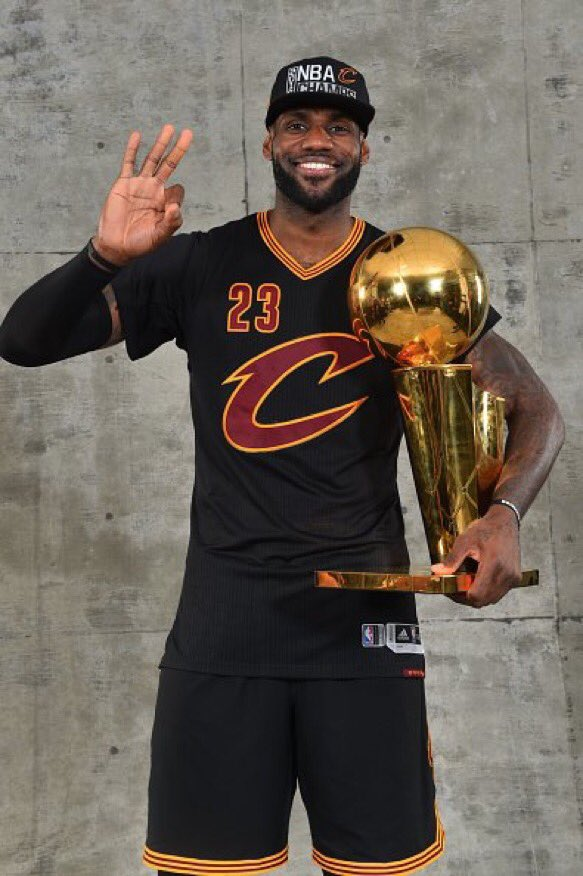 LeBron reminds the Warriors who's king