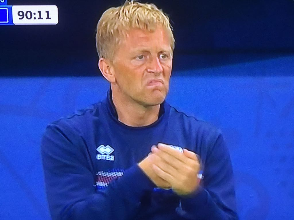 England's manager is paid $4.6 million a year.  Iceland's manager is a part-time dentist. https://t.co/qXSbnh2OPw