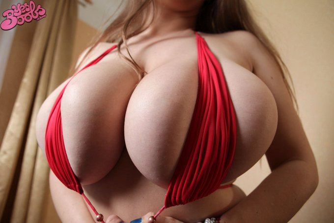 2 pic. This week: Samanta Lily's sexy red outfit! https://t.co/IxA9n2qgLF #bigtits #busty #sexy #model