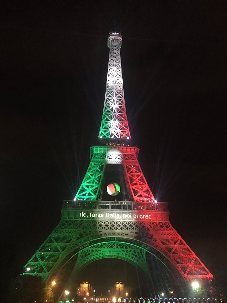 Bravo to all #ITA fans! The Eiffel Tower looks amazing with your colors!