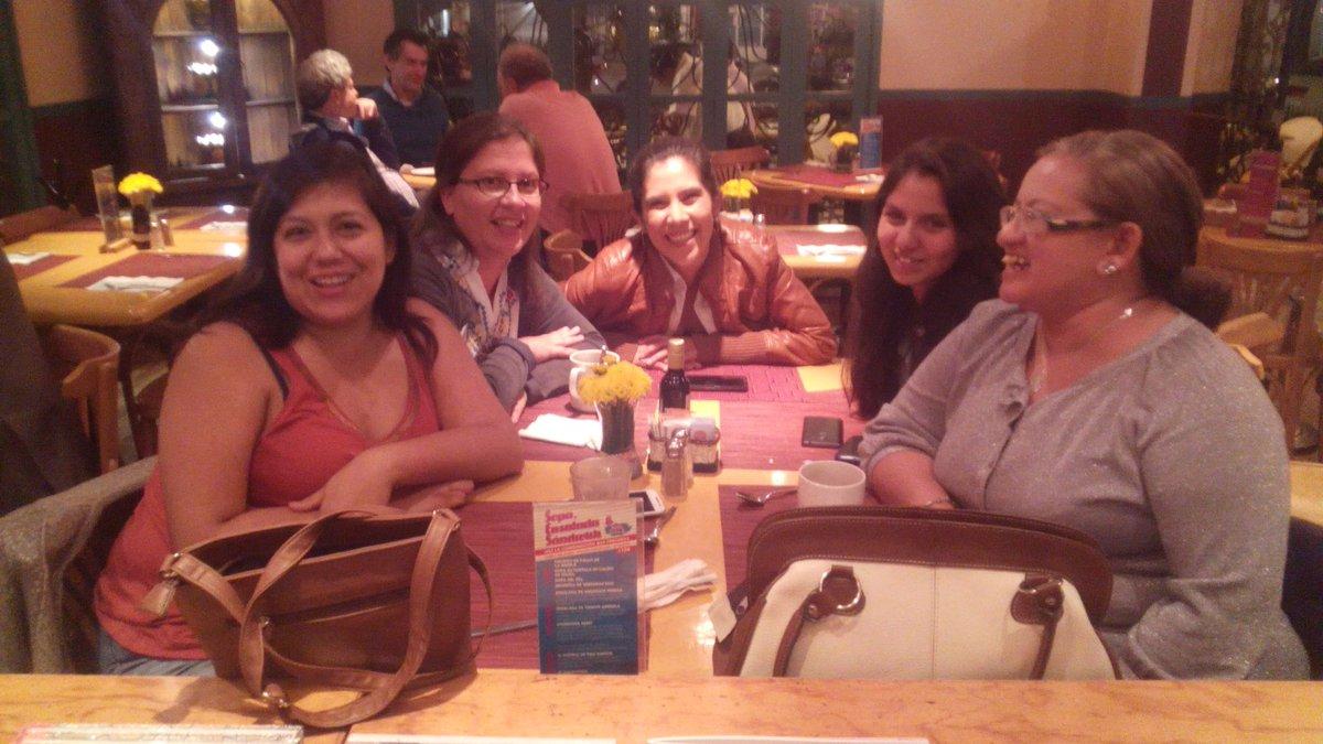 Cena de cumpleaños con @AprendiendoMadr, @CavesGirls #Frida y @CriandoCreando https://t.co/yQo1IK18tU