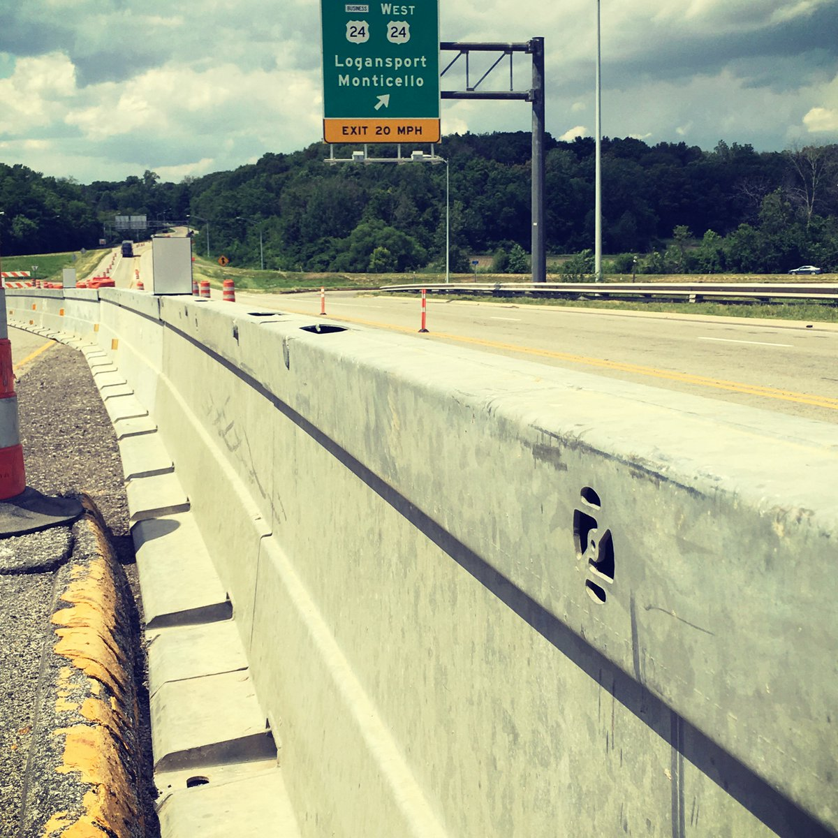 Protecting those who rebuild our #infrastructure   On US 24 in Logansport, Indiana #Zoneguard #PositiveProtection pic.twitter.com/OfFIZI7nAC