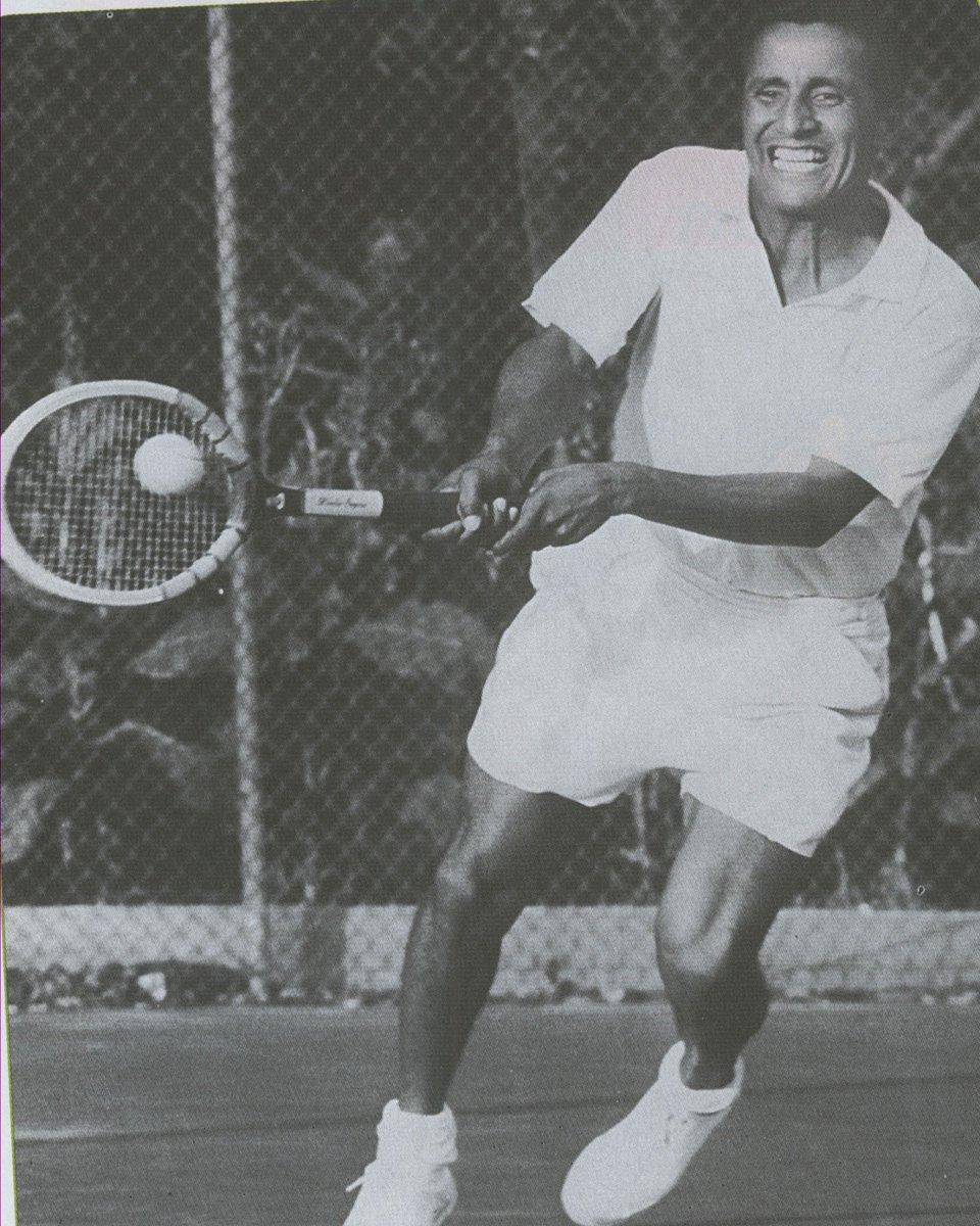 Feliz  día al gran Pancho Segura, hoy cumple 95 años, fue #1 del mundo  en 1950 y 2 veces campeón mundial esa década https://t.co/7TbqKSFrwF