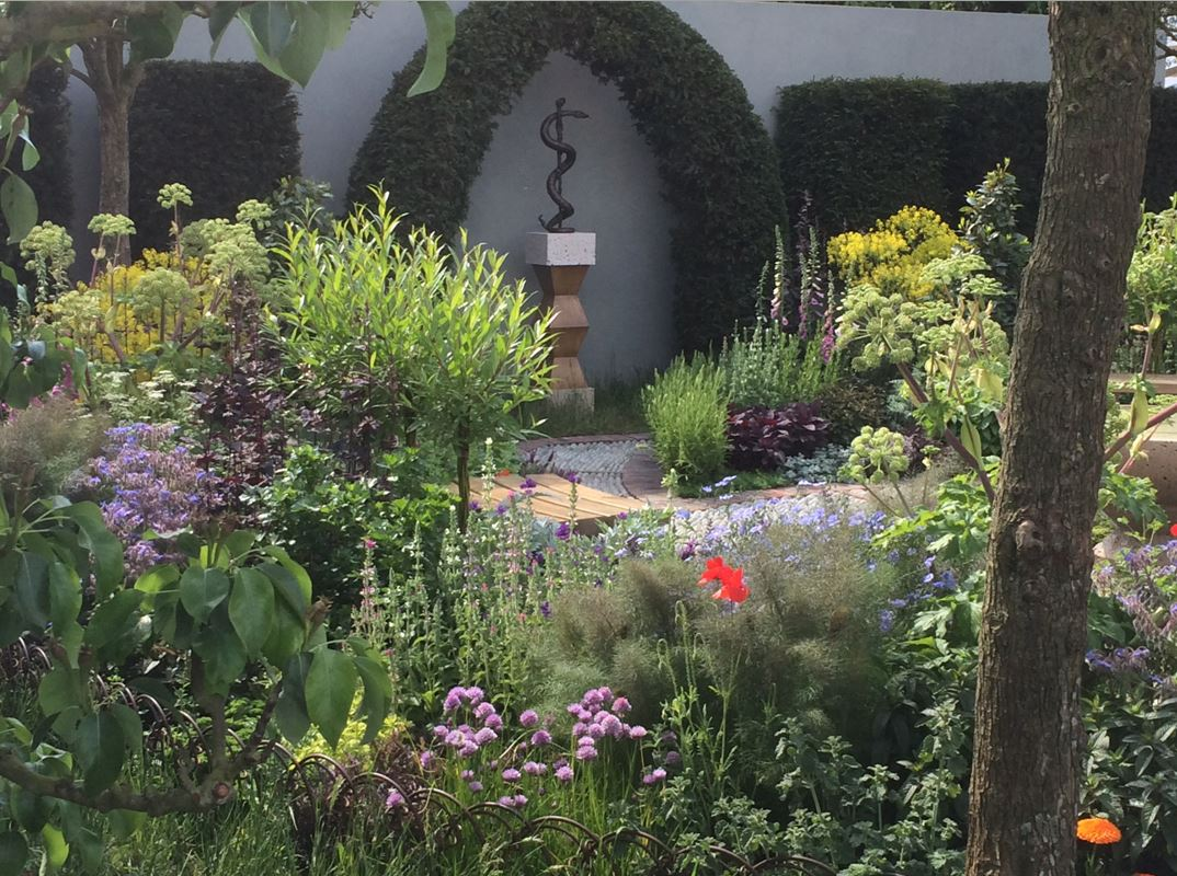 Start #PollinatorWeek w/ a virtual visit to #ChelseaFlowerShow at top of the hour #plantchat https://t.co/vPm768oJ4e https://t.co/cmTnYVtOY7