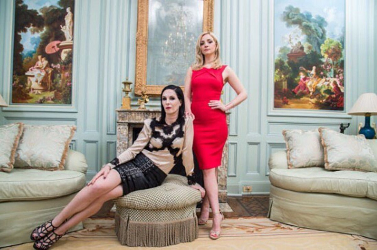 TONIGHT season 2 of odd mom out on @Bravotv (this picture of @jillkargman and @elliottdotabby is so important) https://t.co/OQt9lPJaos