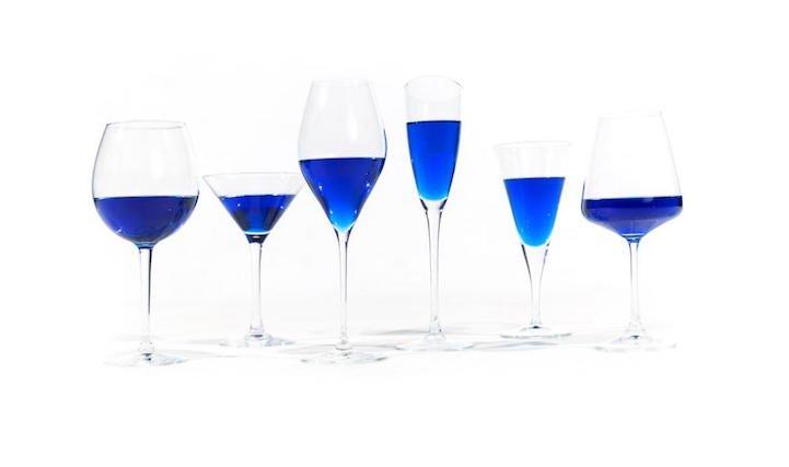 そういえばスペインの若者たちがブドウの青色色素を抽出したブルーワインの開発に成功して販売開始されたみたいなんだけど、面白半分に買って帰るべきか悩みますね。