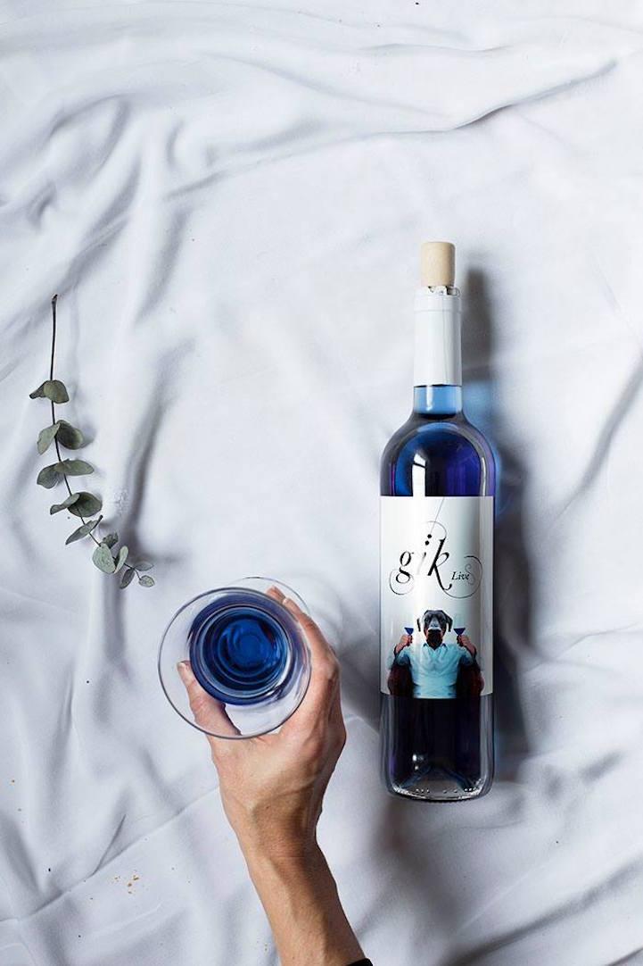 サファイヤみたいな透き通るブルー!スペインのクリエイターによって作られた青ワインGik(ジック)が美しい!
