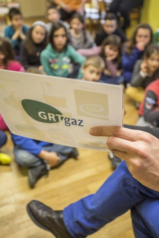 """GRTgaz on Twitter""""Avec @inrap #GRTgaz poursuit la sensibilisationà l u2019archéo sur le tracé du  # Grtgaz Bois Colombes"""