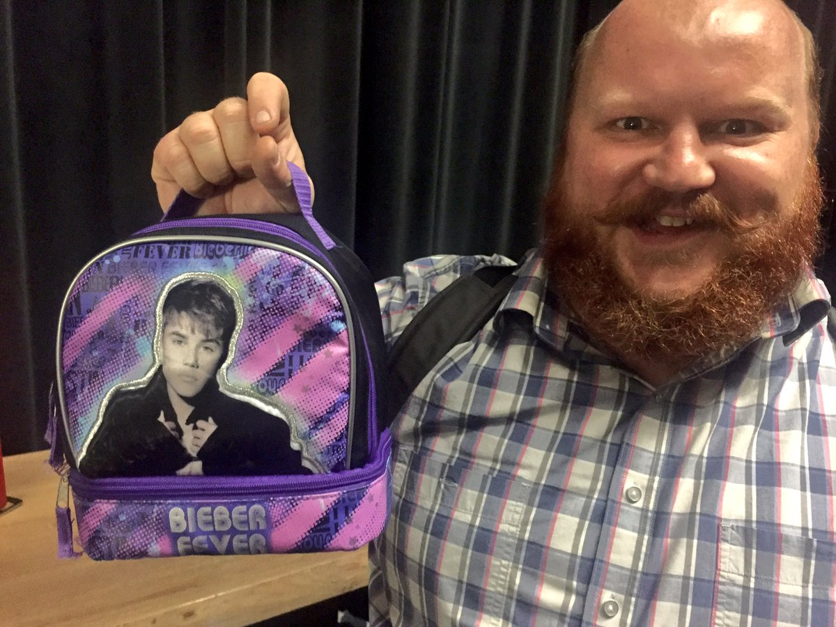 Here's a closer look at @nickkosevich and his @justinbieber lunchbox. https://t.co/ITc0AkTKM2