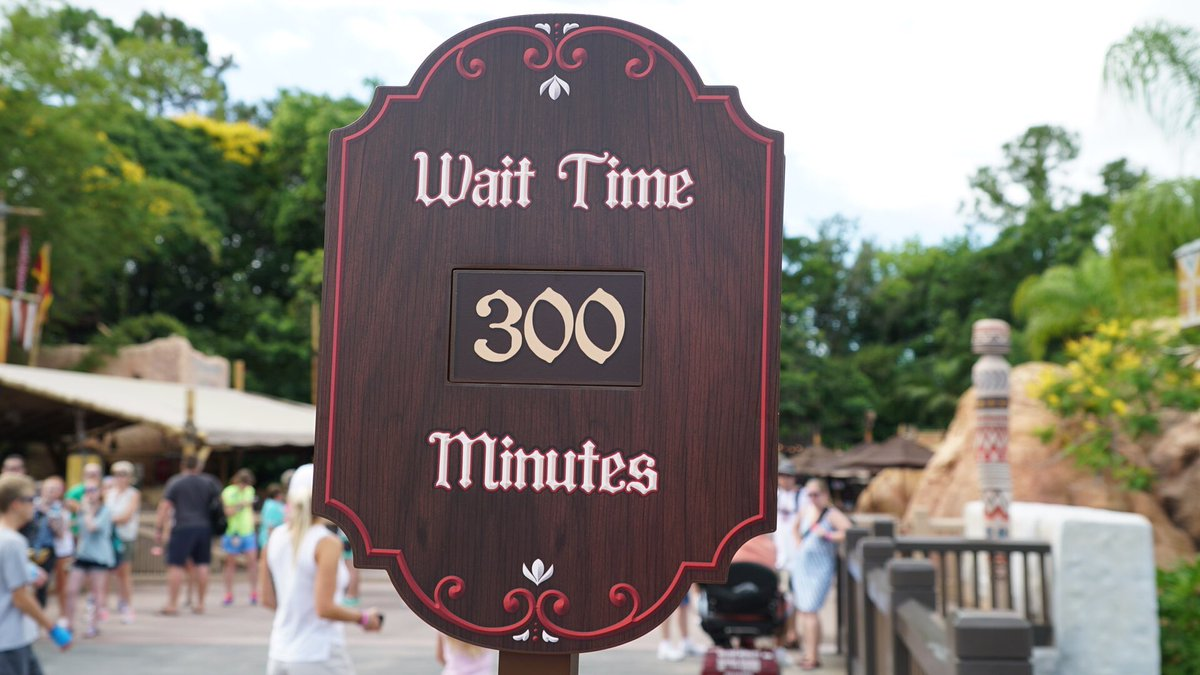 #FrozenEverAfter is at a 300 minutes wait. I think that's as high as the wait numbers go to be honest - RC https://t.co/ahoiGtTCsC