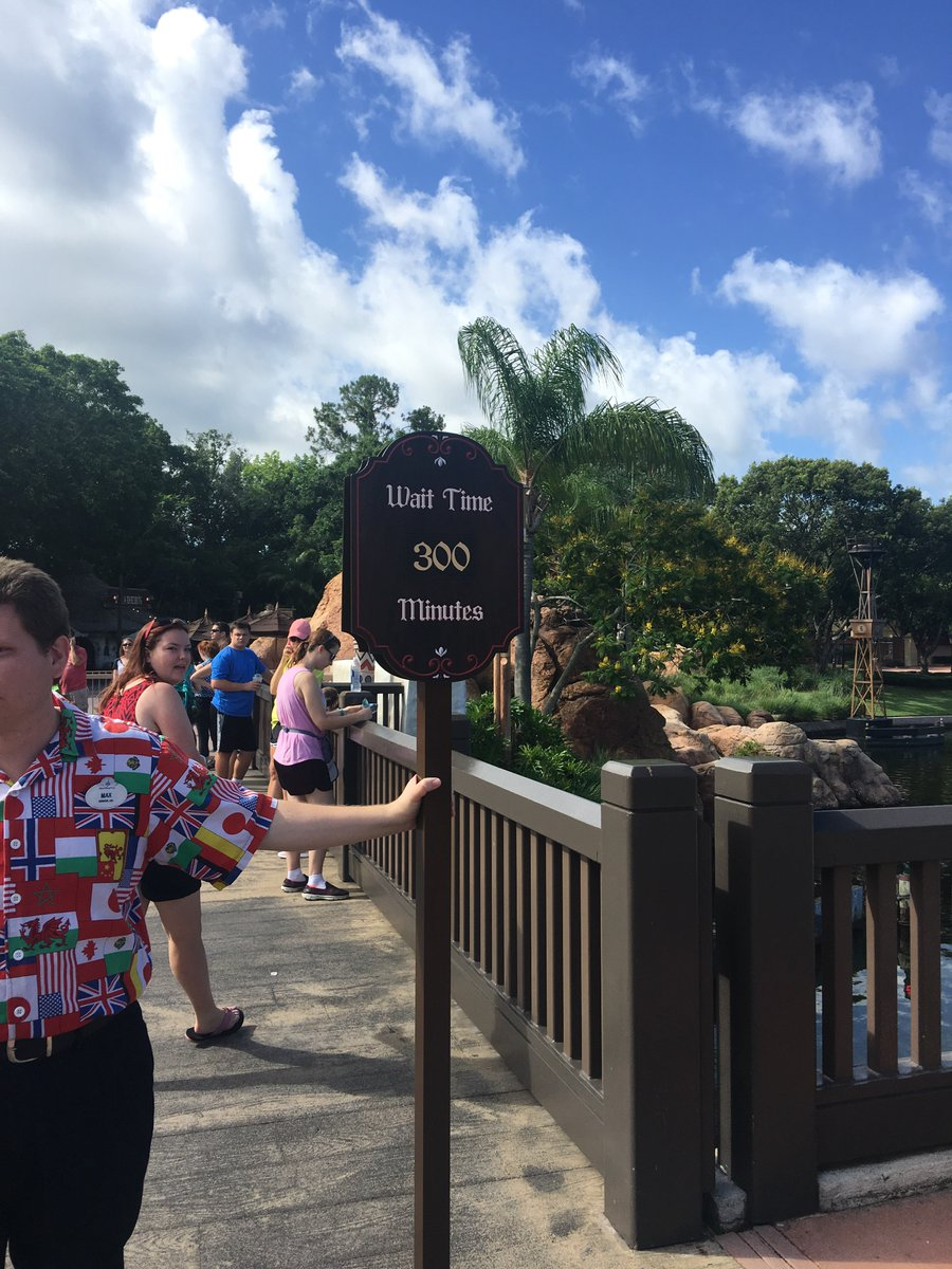 The wait for the new #Frozen Ever After ride in Epcot earlier! Still in line! #Epcot #FrozenEverAfter #WDW https://t.co/HuT8Ahvffw