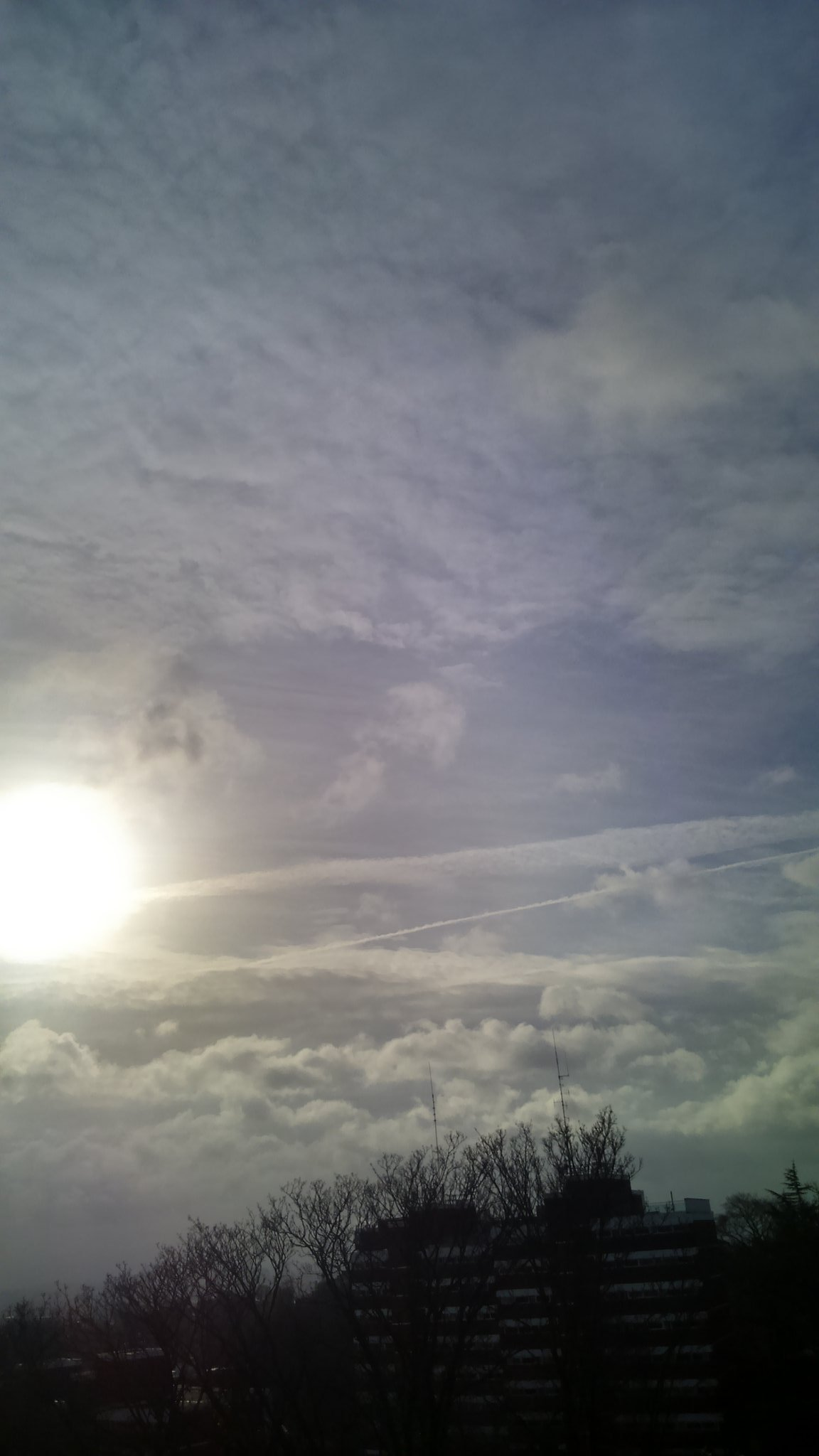 Sun halo? Stop chatting shit It's heavy #chemtrails Wake up!! https://t.co/5fP3UA0wTm #OpChemtrails