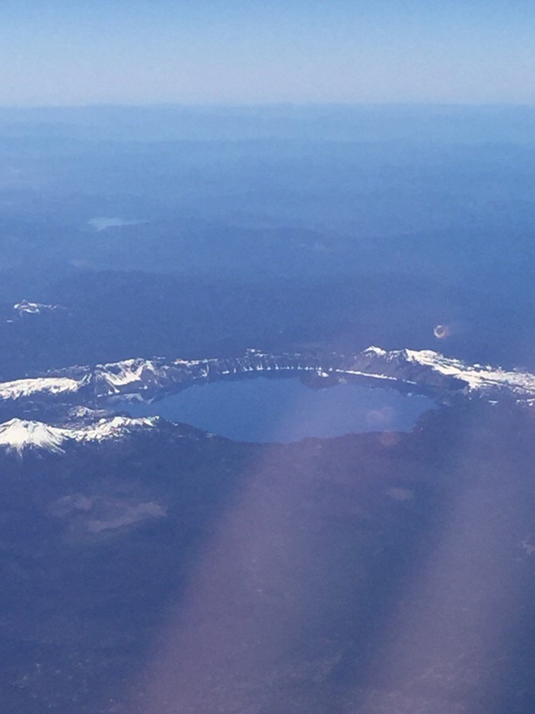 #crater lake in view on route to #aafcsac in #Bellevue for #familyconsumersciences @JetBlue https://t.co/lWhWuQ78Cl