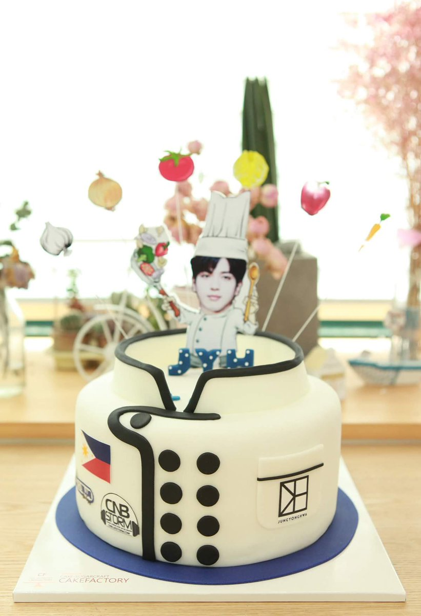 Our birthday cake for Jung Yonghwa @JYHeffect. Thank you to our donors for making this possible! #YongForever0622 https://t.co/Jnz52Bp0H0