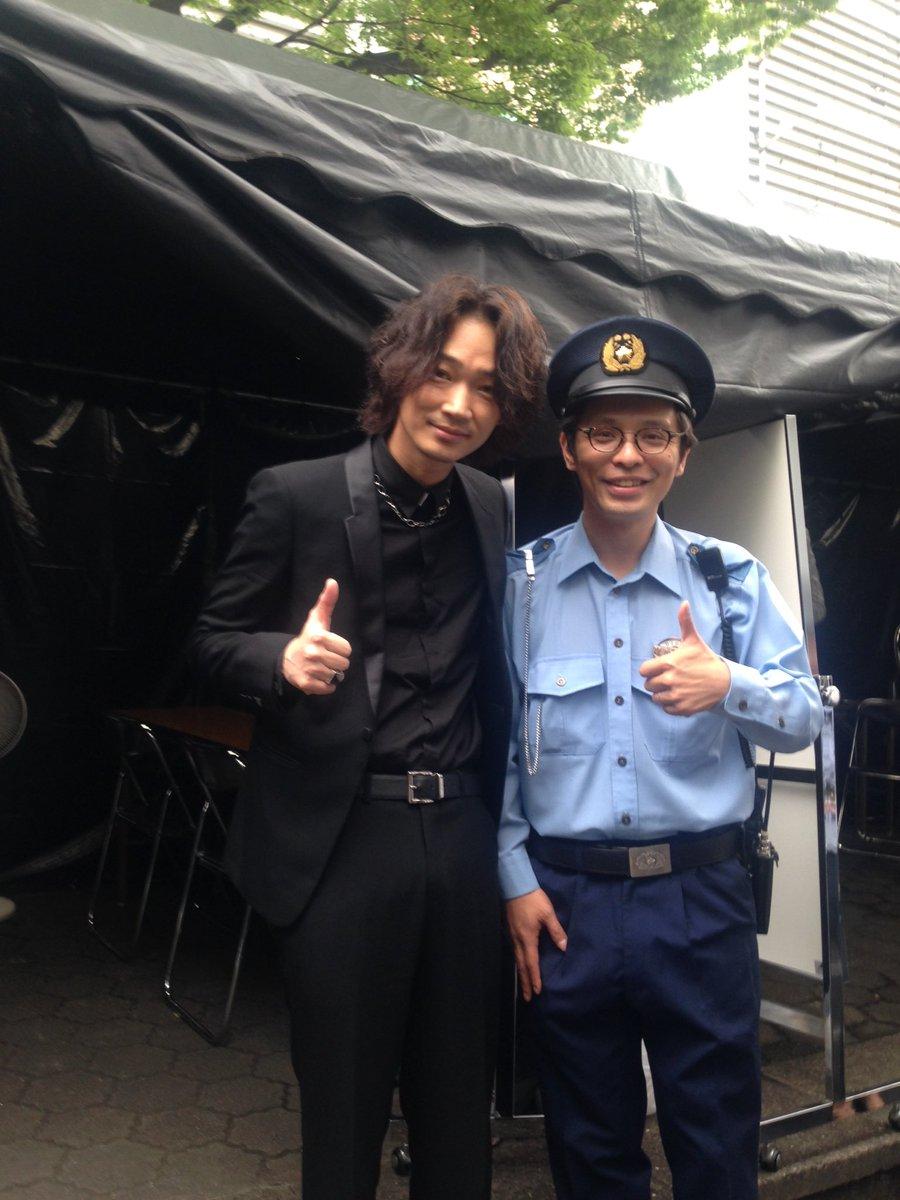 「日本で一番悪い奴ら」の公開直前イベントMC終わり。会った瞬間に「映画添削、観まくってます!ファンです!」と笑顔で握手してくれた綾野剛さんに完全に惚れました。 からの、至近距離で見るスカパラさんと横山健さんの素敵さ爆発。 #日悪 https://t.co/8HQbVTRQRN