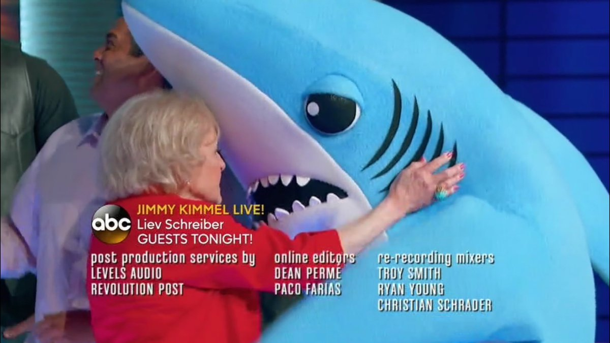 Whoa, #LeftShark made his triumphant return to TV tonight on #ToTellTheTruth! https://t.co/ukWYuhdM48
